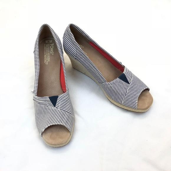 07a915400de Toms Shoes Coral Patterned Wedges Color Pink Size 10